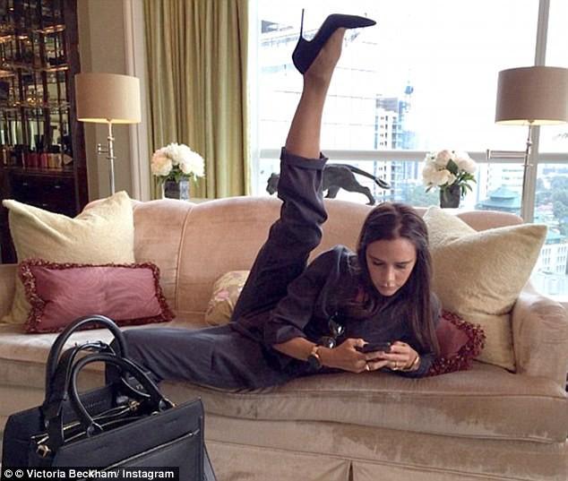Victoria Beckham mặc gợi cảm khoe chân thon dáng chuẩn - ảnh 8
