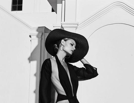 Magdalena Frackowiak bikini Santorini - ảnh 4