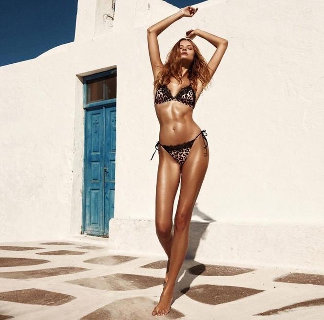 Magdalena Frackowiak bikini Santorini - ảnh 5
