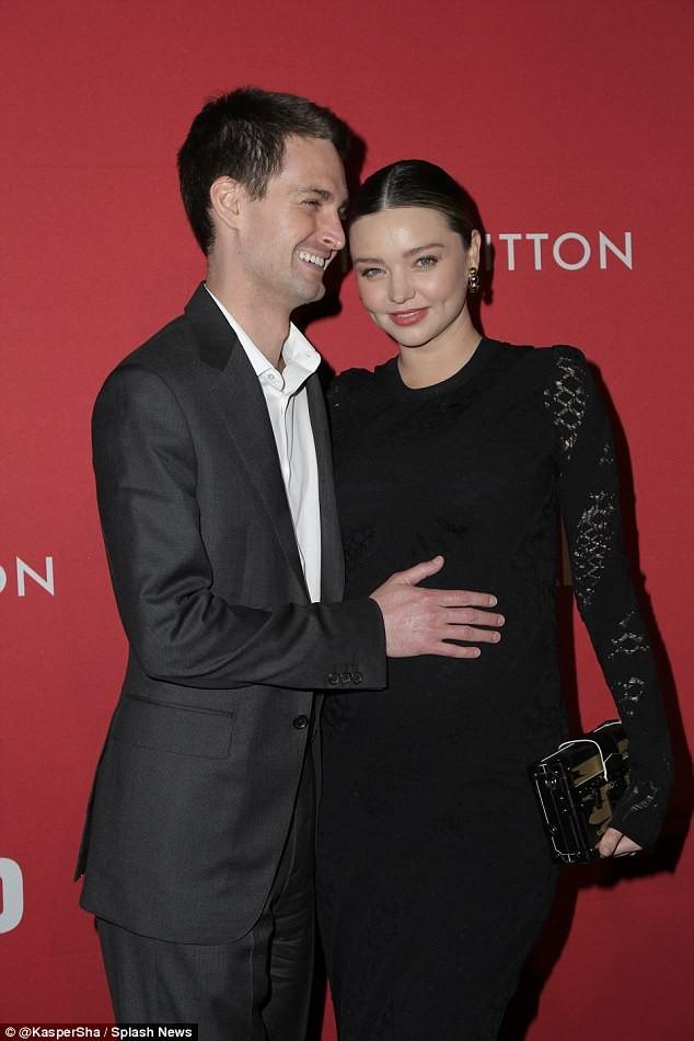 Miranda Kerr tình tứ chồng trẻ tỉ phú - ảnh 1