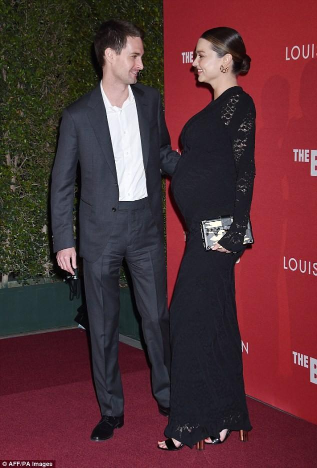 Miranda Kerr tình tứ chồng trẻ tỉ phú - ảnh 4