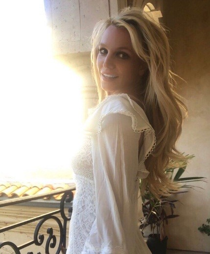 Britney Spears mặc thiếu vải - ảnh 1