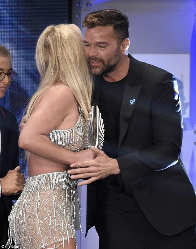 Britney Spears mặc thiếu vải - ảnh 14