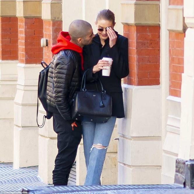 Gigi Hadid hôn Zayn Malik - ảnh 3