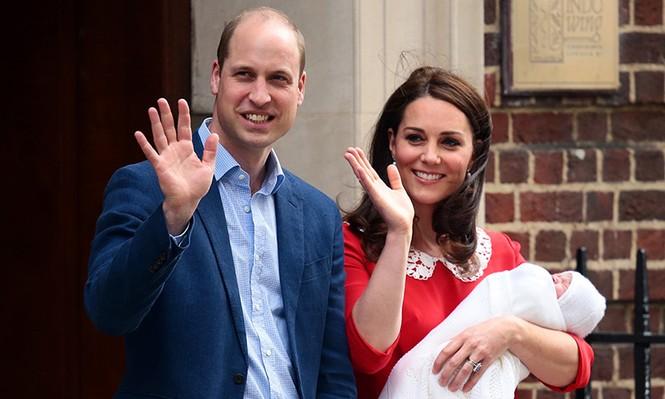 công chúa Charlotte thơm em trai Louis - ảnh 5