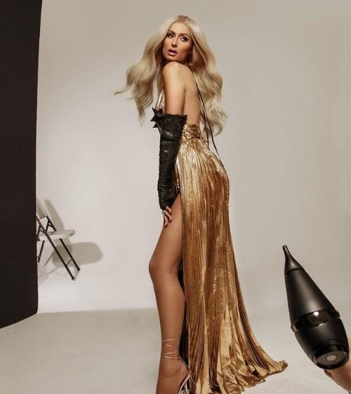Paris Hilton bốc lửa gợi tình, tiết lộ tủ giày 'khủng' 23 tỉ đồng - ảnh 10