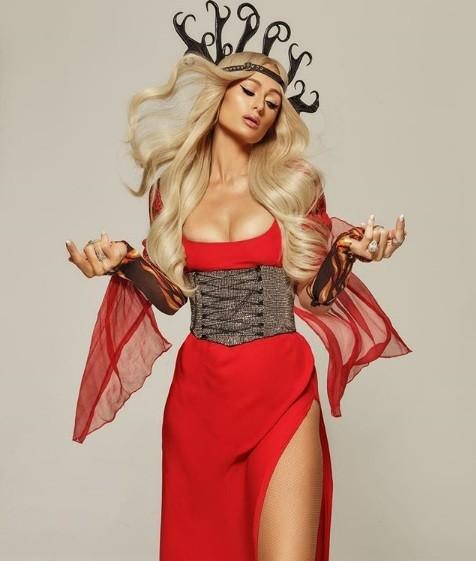 Paris Hilton bốc lửa gợi tình, tiết lộ tủ giày 'khủng' 23 tỉ đồng - ảnh 5