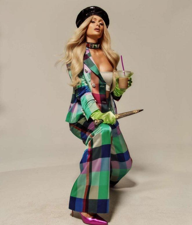 Paris Hilton bốc lửa gợi tình, tiết lộ tủ giày 'khủng' 23 tỉ đồng - ảnh 4