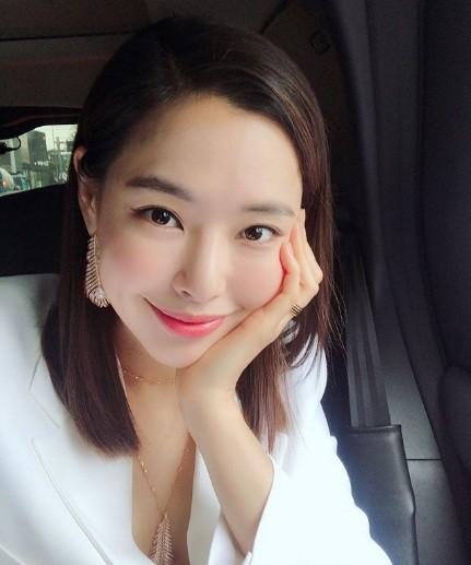 'Chị đại' Kim Hye Soo đọ sắc Hoa hậu Honey Lee và thiên thần 9x Sulli - ảnh 7