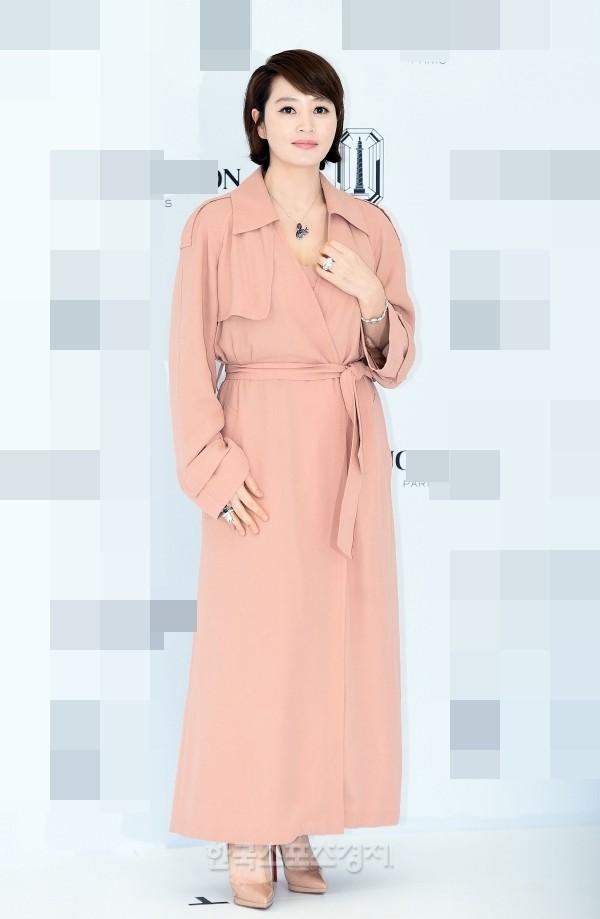 'Chị đại' Kim Hye Soo đọ sắc Hoa hậu Honey Lee và thiên thần 9x Sulli - ảnh 5