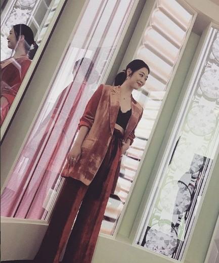 'Chị đại' Kim Hye Soo đọ sắc Hoa hậu Honey Lee và thiên thần 9x Sulli - ảnh 18