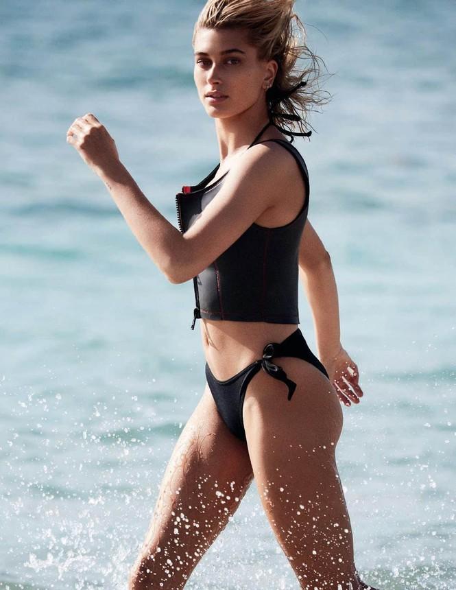 Hailey Baldwin 'giải nhiệt' nắng hè với loạt áo tắm hút mắt - ảnh 4