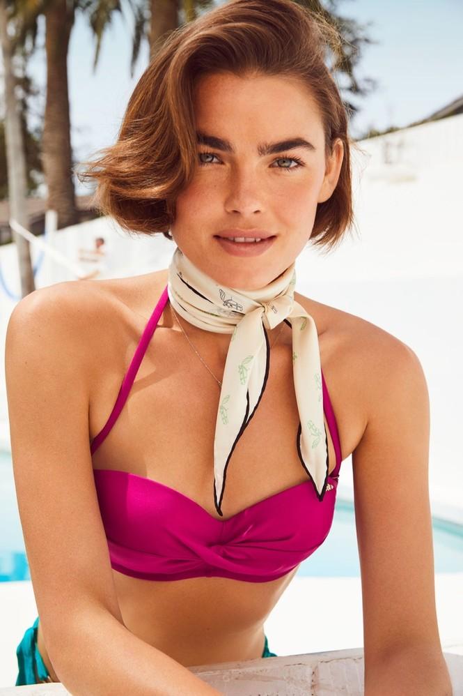 Nàng mẫu Úc diện áo tắm phô diễn đường cong nuột nà - ảnh 1