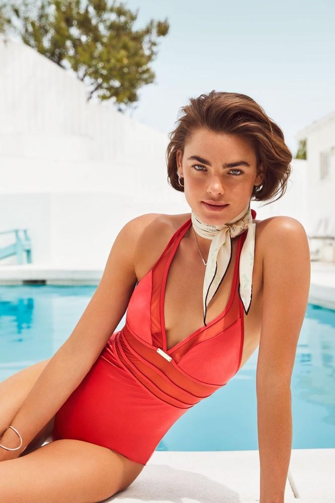 Nàng mẫu Úc diện áo tắm phô diễn đường cong nuột nà - ảnh 2