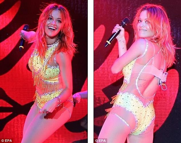 Rita Ora mặc trang phục như bikini lên sân khấu - ảnh 3