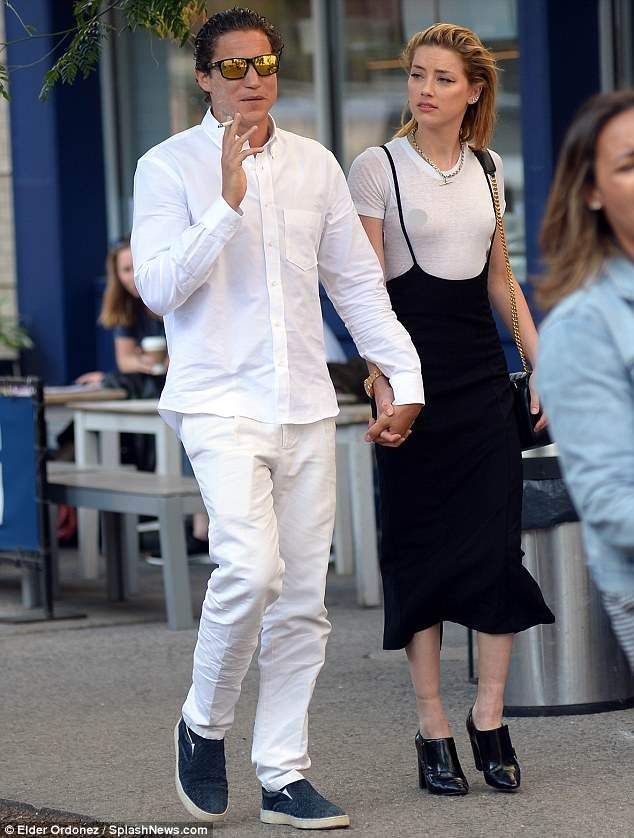 Táo bạo bỏ nội y, vợ cũ Johnny Depp tay trong tay tình cũ Heidi Klum - ảnh 2