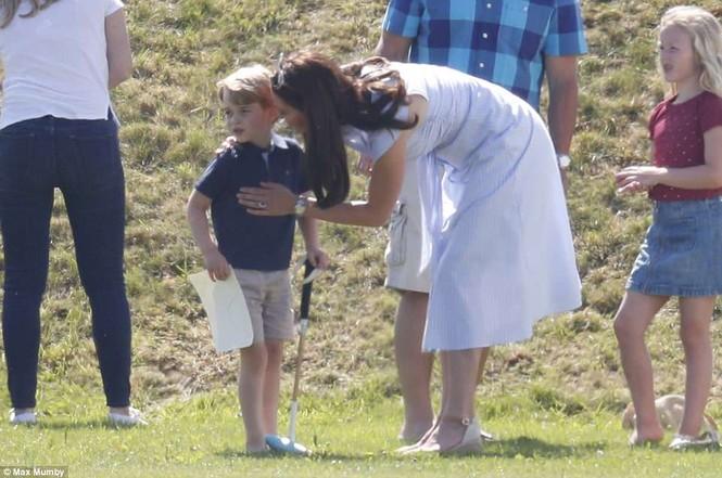 Sau 7 tuần sinh con, Công nương Kate rạng ngời tươi trẻ - ảnh 10