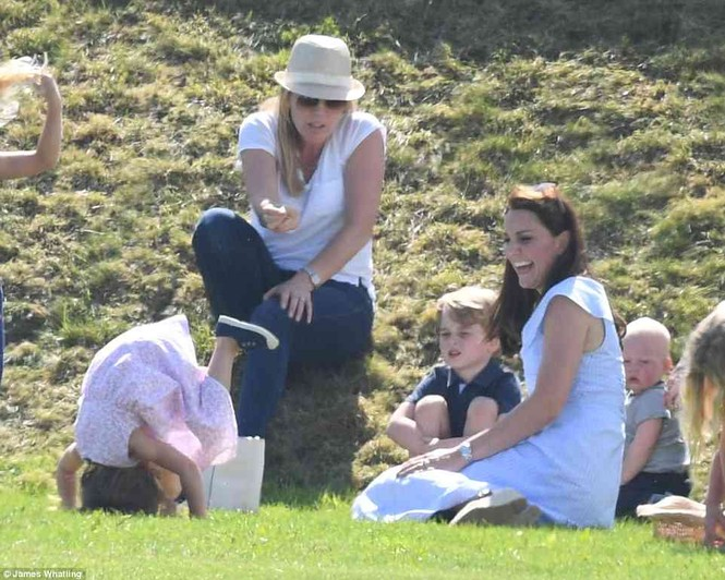 Sau 7 tuần sinh con, Công nương Kate rạng ngời tươi trẻ - ảnh 8