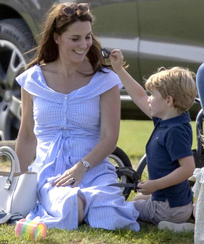 Sau 7 tuần sinh con, Công nương Kate rạng ngời tươi trẻ - ảnh 13