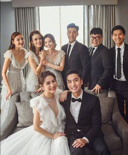 Cô dâu U40 Chung Hân Đồng xinh đẹp với đường cong quyến rũ - ảnh 11
