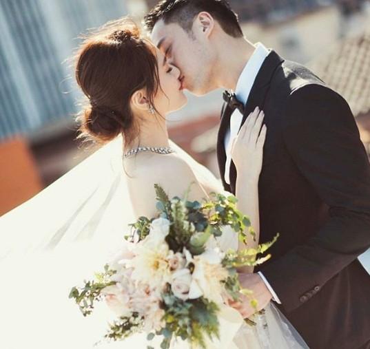 Cô dâu U40 Chung Hân Đồng xinh đẹp với đường cong quyến rũ - ảnh 10