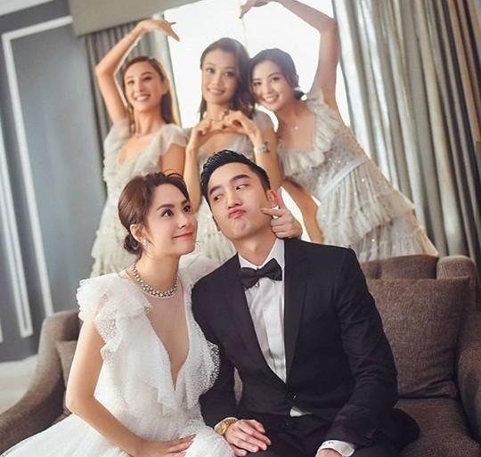 Cô dâu U40 Chung Hân Đồng xinh đẹp với đường cong quyến rũ - ảnh 12