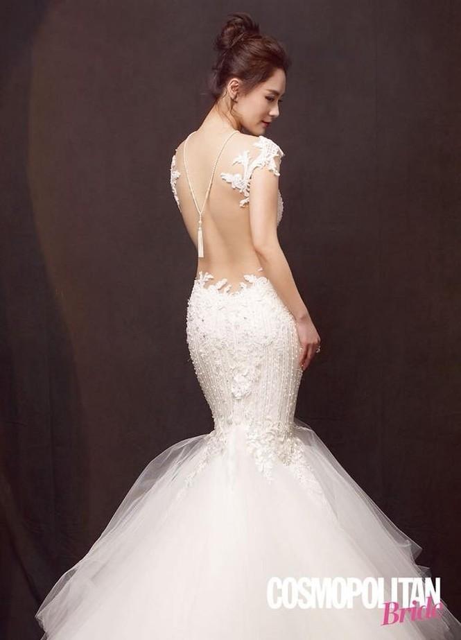 Cô dâu U40 Chung Hân Đồng xinh đẹp với đường cong quyến rũ - ảnh 6