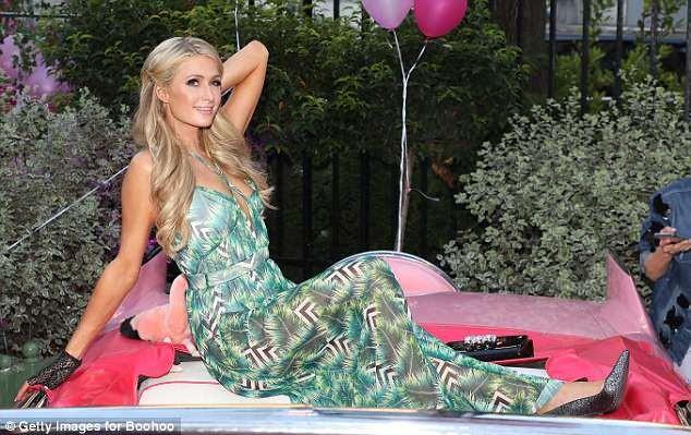 Paris Hilton sang chảnh, đắm đuối 'khóa môi' tình trẻ  - ảnh 9
