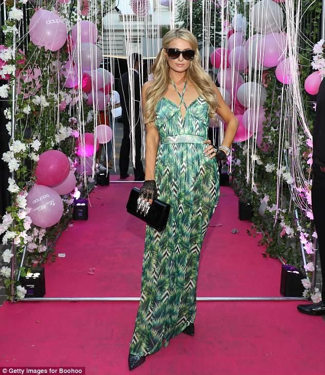 Paris Hilton sang chảnh, đắm đuối 'khóa môi' tình trẻ  - ảnh 4