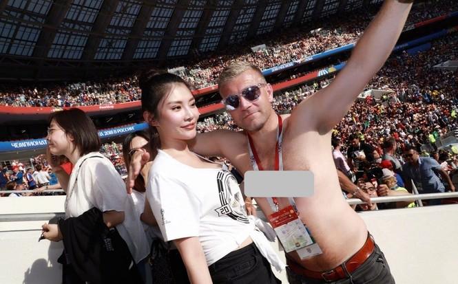 'Kim Kardashian' Hoa ngữ hốt hoảng vì bị nam CĐV World Cup sấn sổ - ảnh 3