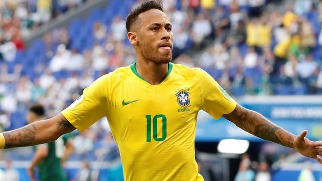 Thiên thần nội y Adriana Lima mặc áo số của Neymar xuống phố - ảnh 8