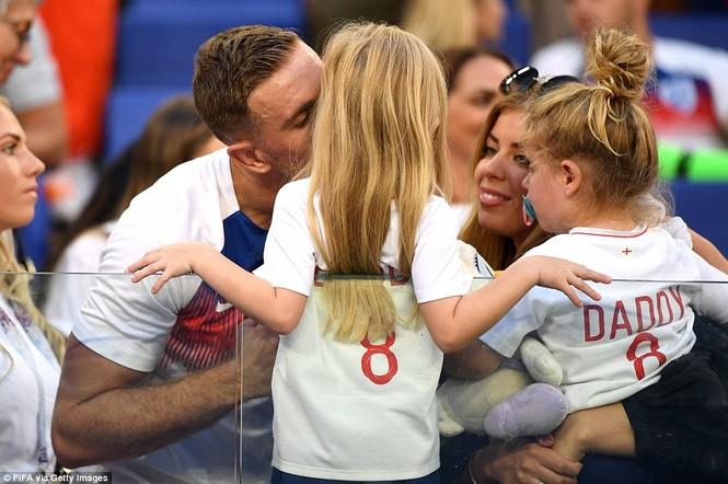 Vợ và bạn gái vỡ òa khi tuyển Anh thắng Thụy Điển vào bán kết  - ảnh 8