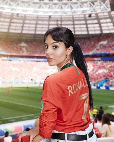 Sau thất bại World Cup, Ronaldo đi nghỉ 'giải sầu' cùng bồ nóng bỏng - ảnh 4
