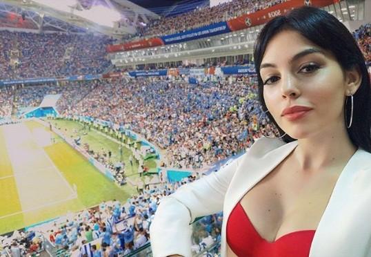 Sau thất bại World Cup, Ronaldo đi nghỉ 'giải sầu' cùng bồ nóng bỏng - ảnh 3