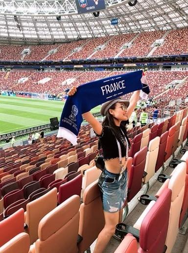 Hoa hậu Pháp, thiên thần nội y sôi nổi trên khán đài chung kết World Cup - ảnh 13