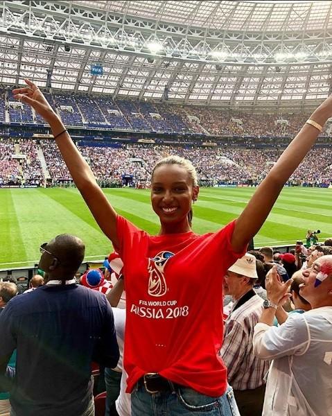 Hoa hậu Pháp, thiên thần nội y sôi nổi trên khán đài chung kết World Cup - ảnh 2