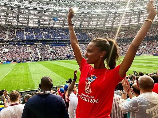 Hoa hậu Pháp, thiên thần nội y sôi nổi trên khán đài chung kết World Cup - ảnh 3