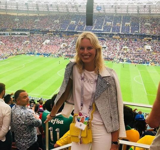 Hoa hậu Pháp, thiên thần nội y sôi nổi trên khán đài chung kết World Cup - ảnh 6