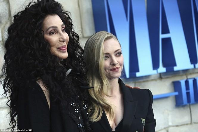 'Điệp viên 007' Pierce Brosnan tái ngộ dàn người đẹp Mamma Mia - ảnh 24