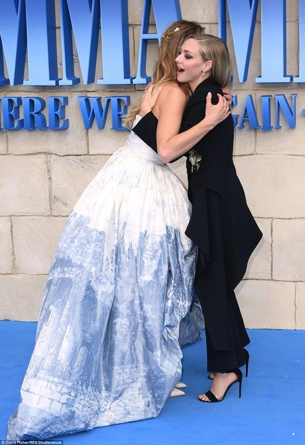 'Điệp viên 007' Pierce Brosnan tái ngộ dàn người đẹp Mamma Mia - ảnh 20