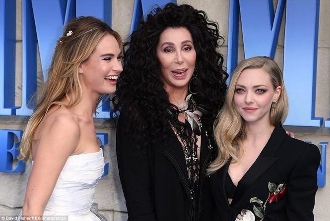 'Điệp viên 007' Pierce Brosnan tái ngộ dàn người đẹp Mamma Mia - ảnh 25
