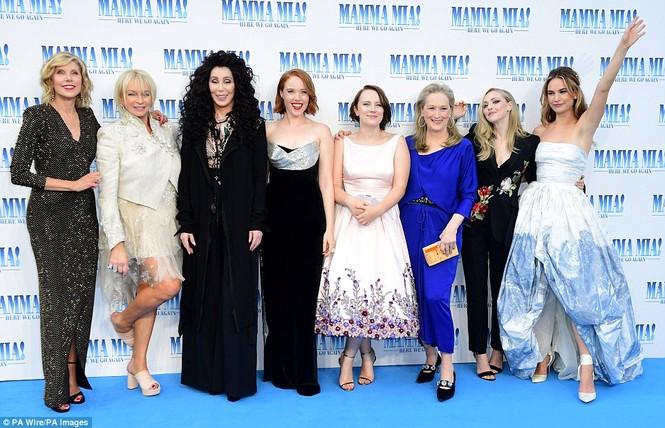 'Điệp viên 007' Pierce Brosnan tái ngộ dàn người đẹp Mamma Mia - ảnh 28