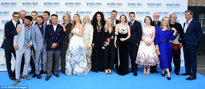 'Điệp viên 007' Pierce Brosnan tái ngộ dàn người đẹp Mamma Mia - ảnh 29