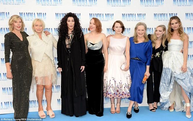 'Điệp viên 007' Pierce Brosnan tái ngộ dàn người đẹp Mamma Mia - ảnh 27