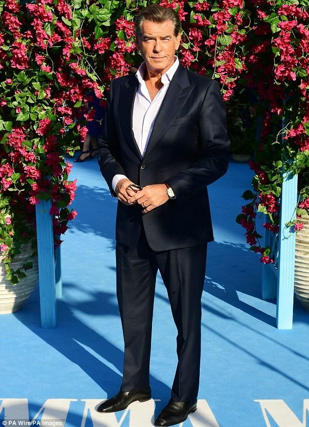 'Điệp viên 007' Pierce Brosnan tái ngộ dàn người đẹp Mamma Mia - ảnh 2