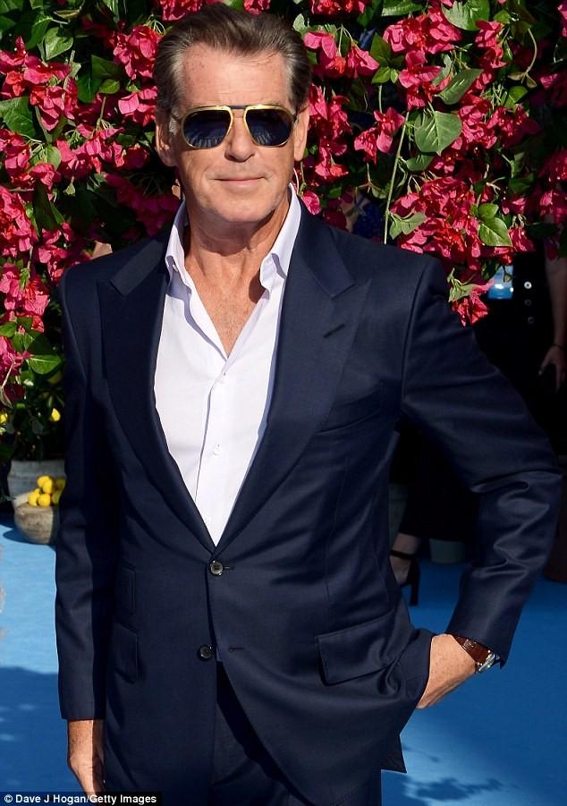 'Điệp viên 007' Pierce Brosnan tái ngộ dàn người đẹp Mamma Mia - ảnh 1