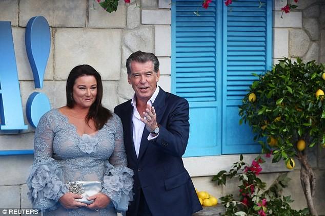 'Điệp viên 007' Pierce Brosnan tái ngộ dàn người đẹp Mamma Mia - ảnh 7