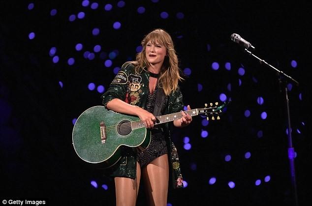 Taylor Swift eo thon chân dài gợi cảm xuống phố - ảnh 10