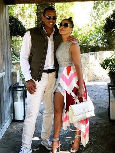 Jennifer Lopez rực lửa đón sinh nhật tuổi 49 bên bồ trẻ - ảnh 10
