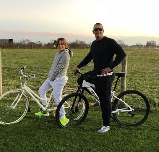 Jennifer Lopez rực lửa đón sinh nhật tuổi 49 bên bồ trẻ - ảnh 8